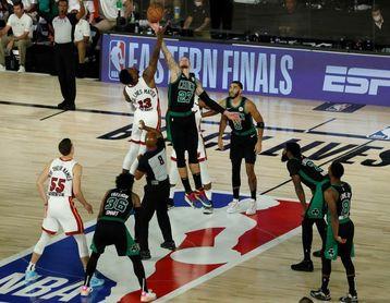 109-112. El novato Herro pone a Heat a un triunfo de las Finales de la NBA