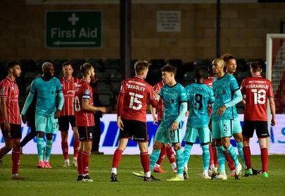 El City sufre y el Liverpool golea camino de los octavos de final