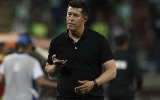 Jorge Almirón no podrá sentarse en el banquillo en el debut del Elche