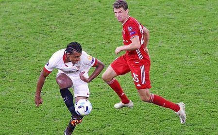Koundé firmó un gran partido ante el Bayern.