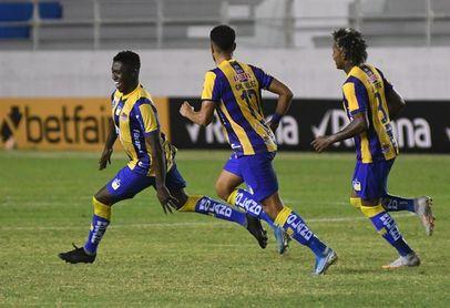3-0. Delfín gana su primer partido, revive y frustra al Defensa y Justicia