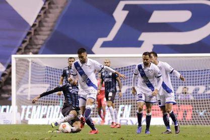 El uruguayo Sosa celebra primer gol pero lamenta que el Querétaro empató
