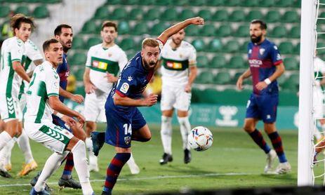 0-0. El Elche resiste el acoso del Huesca