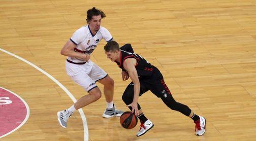 99-81. El Bilbao Basket frena al colíder Obradoiro y suma su primer triunfo