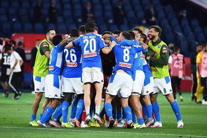 Impiden al Nápoles viajar a Turín para jugar con el Juventus ante casos de Covid-19