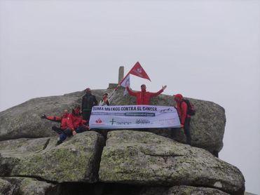 Abel Antón asciende al pico Peña Negra por el reto 'Techos de Cáceres'
