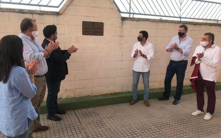 Lora del Río inaugura su nueva cubierta del Polideportivo Municipal