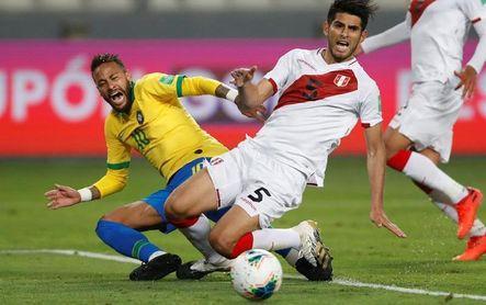 """Neymar """"es un payaso"""", afirma el peruano Carlos Zambrano"""
