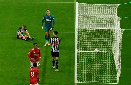 El United se deja los deberes para el final para golear al Newcastle