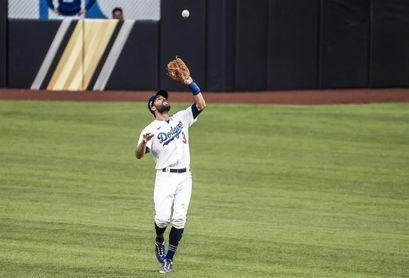 Taylor no está en la alineación para el sexto juego de los Dodgers