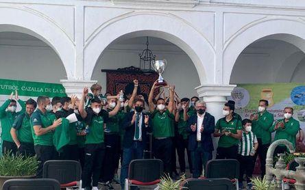 Histórico homenaje de Cazalla de la Sierra a su club de fútbol