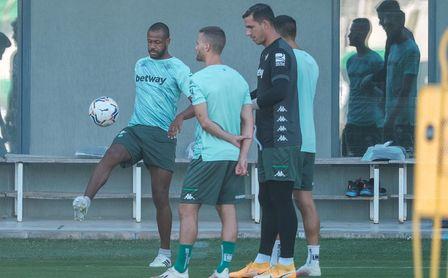 Montoya, novedad en el entrenamiento del Betis.