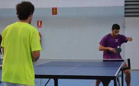 Compite con la US en tenis, pádel, bádminton y tenis de mesa.