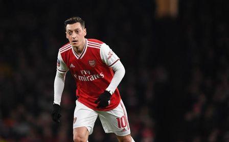 """Özil acusa al Arsenal de """"desleal""""."""