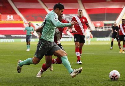 La vuelta de James no evita la derrota del Everton