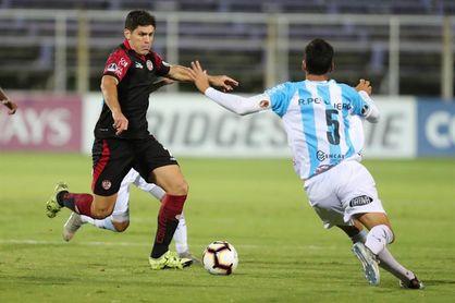 Guevgeozián, Ramírez y Trovento llevan a UTC a liderar el grupo A de fútbol en Perú