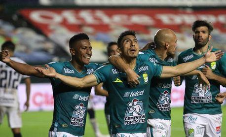 El León del ecuatoriano Mena recibe al Santos del argentino Furch