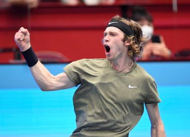 Rublev sigue en plan apisonadora y gana su quinto título del año