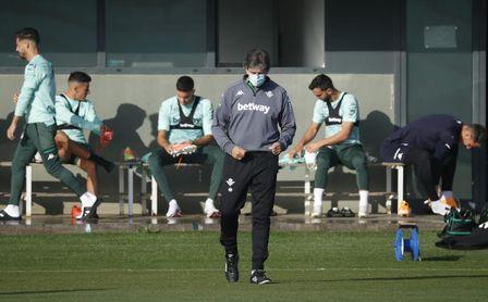 Entrenamiento Betis: Tello vuelve con el grupo y estará disponible ante el Barça
