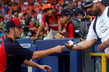 Bauer rechazó oferta calificada de Rojos, pero podría regresar con ellos