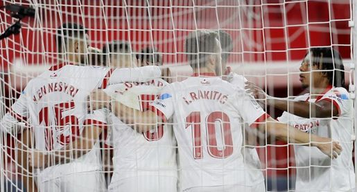 1-0. El Sevilla remonta el vuelo en Liga con un gol de penalti de Ocampos