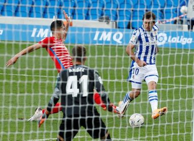 2-0. Monreal y Oyarzabal llevan a la Real al liderato ante un Granada mermado