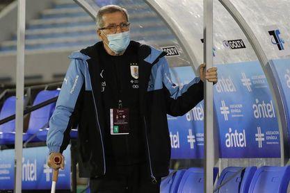 El cuerpo técnico uruguayo parte hacia Colombia para la fecha de las eliminatorias