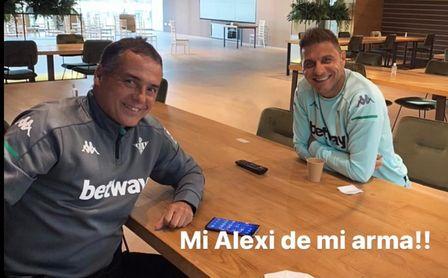Alexis, reubicado como enlace con la plantilla, se salva de la quema en el Betis