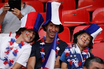 Francia descarta la vuelta del público a los estadios antes de 2021