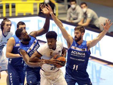Ganar al Joventut o ahondar en la crisis, el dilema para Gipuzkoa Basket