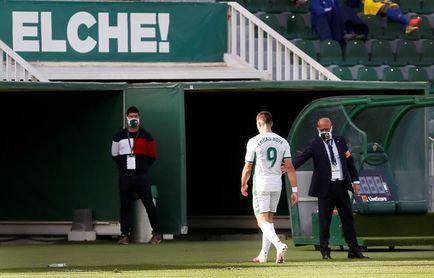 1-1. El Elche resiste en inferioridad a un Cádiz sin pólvora