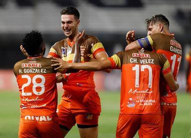 Delfín se repone de la goleada en la Copa con un triunfo sobre el campeón de la Sudamericana