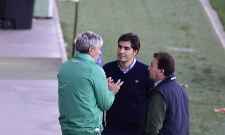 Haro, Catalán y Quique Setién en la ciudad deportiva del Real Betis.