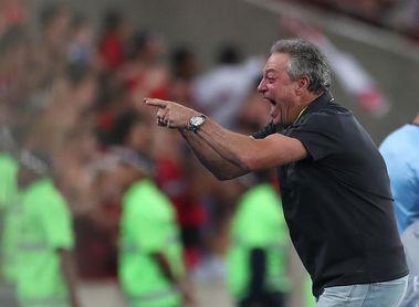 Internacional recupera a su técnico y tres jugadores para enfrentar al Boca