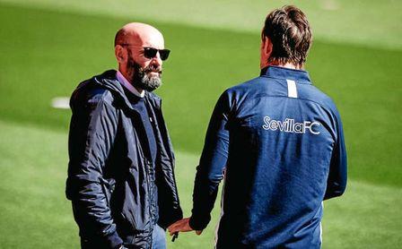 Monchi conversa con Lopetegui durante un entrenamiento.