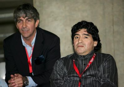 Rossi y Maradona, cercanos también en la despedida