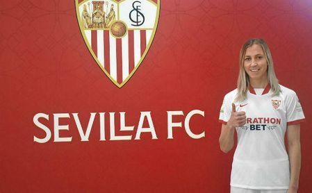 La centrocampista Julia Karlenäs llega al Sevilla F.C. para reforzar la medular del primer equipo femenino.