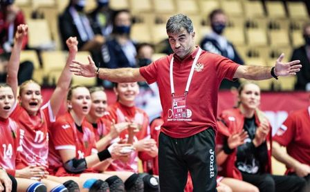 Ambros Martín deja de ser el seleccionador del equipo femenino ruso.