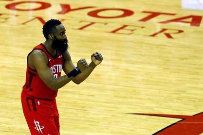 Woods y Harden lideran el triunfo de los Rockets; Doncic no puede salvar a los Mavericks