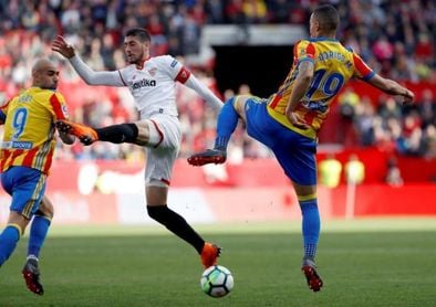 Escudero y Rodrigo, en un Valencia-Sevilla disputado en Mestalla.