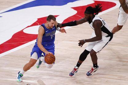 Un Luka Doncic de menos a más cae ante los renovados Phoenix Suns
