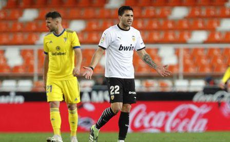 1-1: Maxi salva al Valencia ante el Cádiz del 'Choco' Lozano