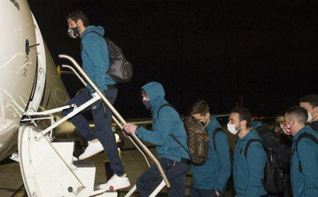 El avión del Athletic, que se enfrenta al Atlético, no pudo aterrizar en Barajas y regresó a Bilbao.