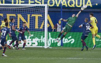 Dos positivos por covid-19 en el Huesca un día antes de recibir al Betis