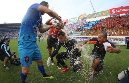Definidos los ocho clasificados a cuartos de final de torneo de El Salvador