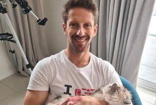 Grosjean posa sonriente con su mascota.