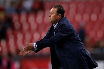 El peruano Reynoso quiere inyectar a Cruz Azul un juego veloz y vertical