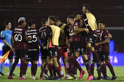 3-0. Lanús se clasifica a la final de la Sudamericana, tras golear a Vélez Sarsfield