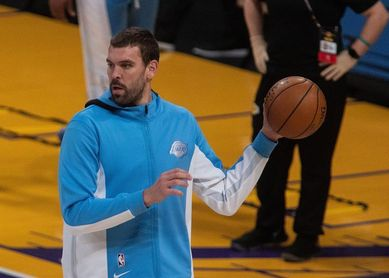 Los Lakers se deshacen de los Thunder y amplían su paseo triunfal a domicilio