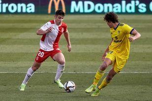2-0. El Girona da la sorpresa ante el Cádiz con un doblete de Valery
